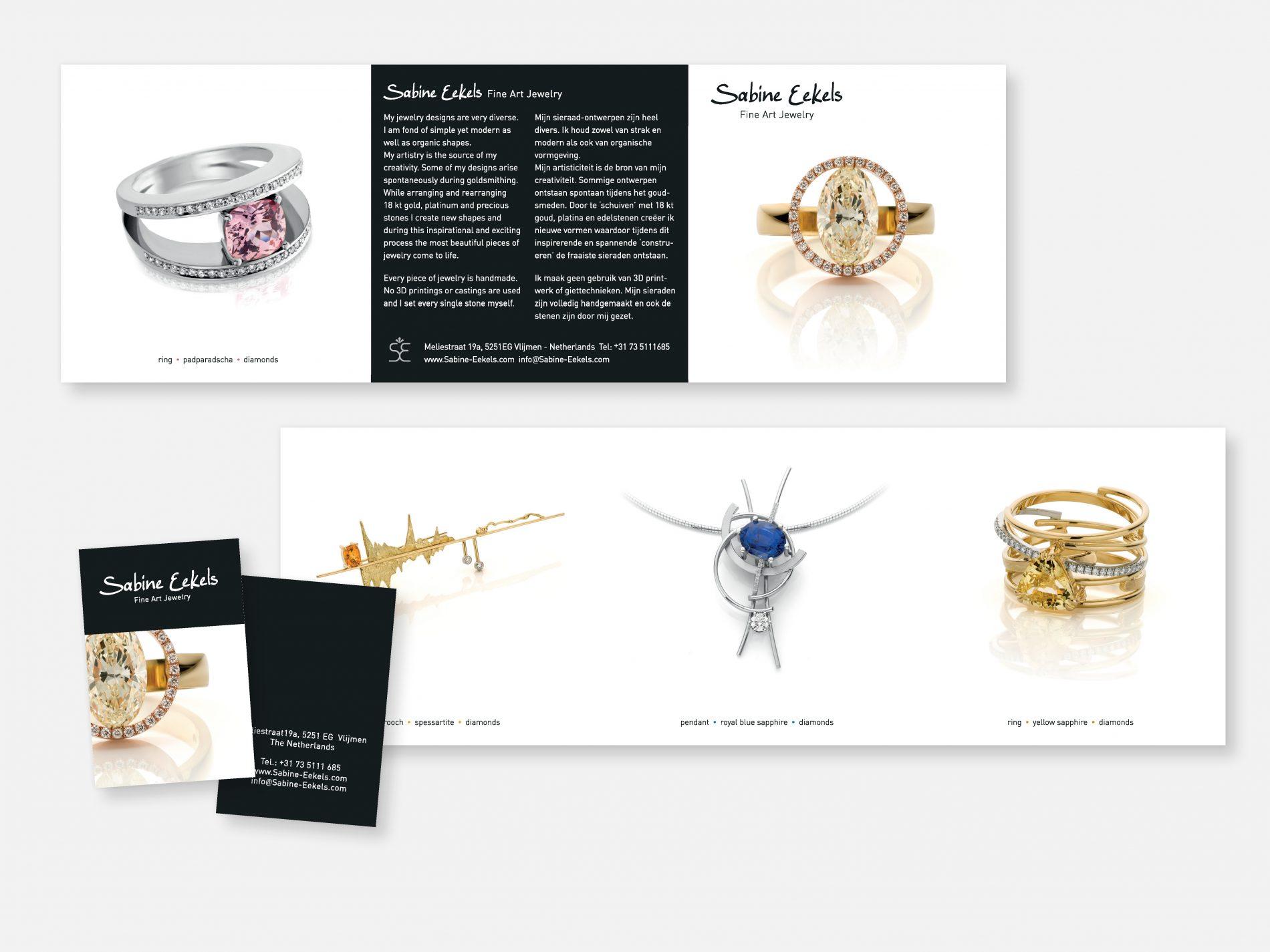 Brochure 3-luik (met glansfolie) en visitekaartjes met accenten met spotlak.